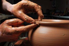 Когда люди научились делать изделия из глины. История её применения