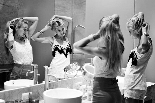Почему девушки ходят в туалет вдвоем