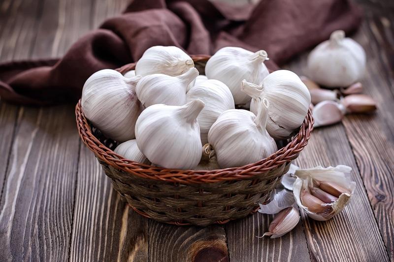 Польза и вред чеснока, витамины и минералы, как принимать