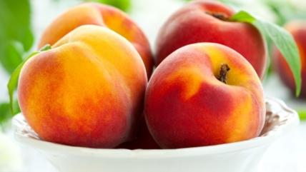 Персики: польза и вред для здоровья человека, витамины, свойства