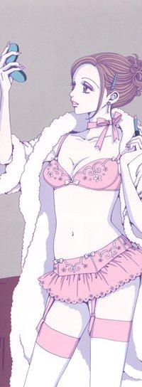 Комацу Нана – модница и красавица, привлекает внимание всех парней. Всегда в поисках своего счастья и обожает любимую подругу.