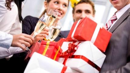 Что подарить коллегам на 23 февраля? Идеи подарков для мужчин