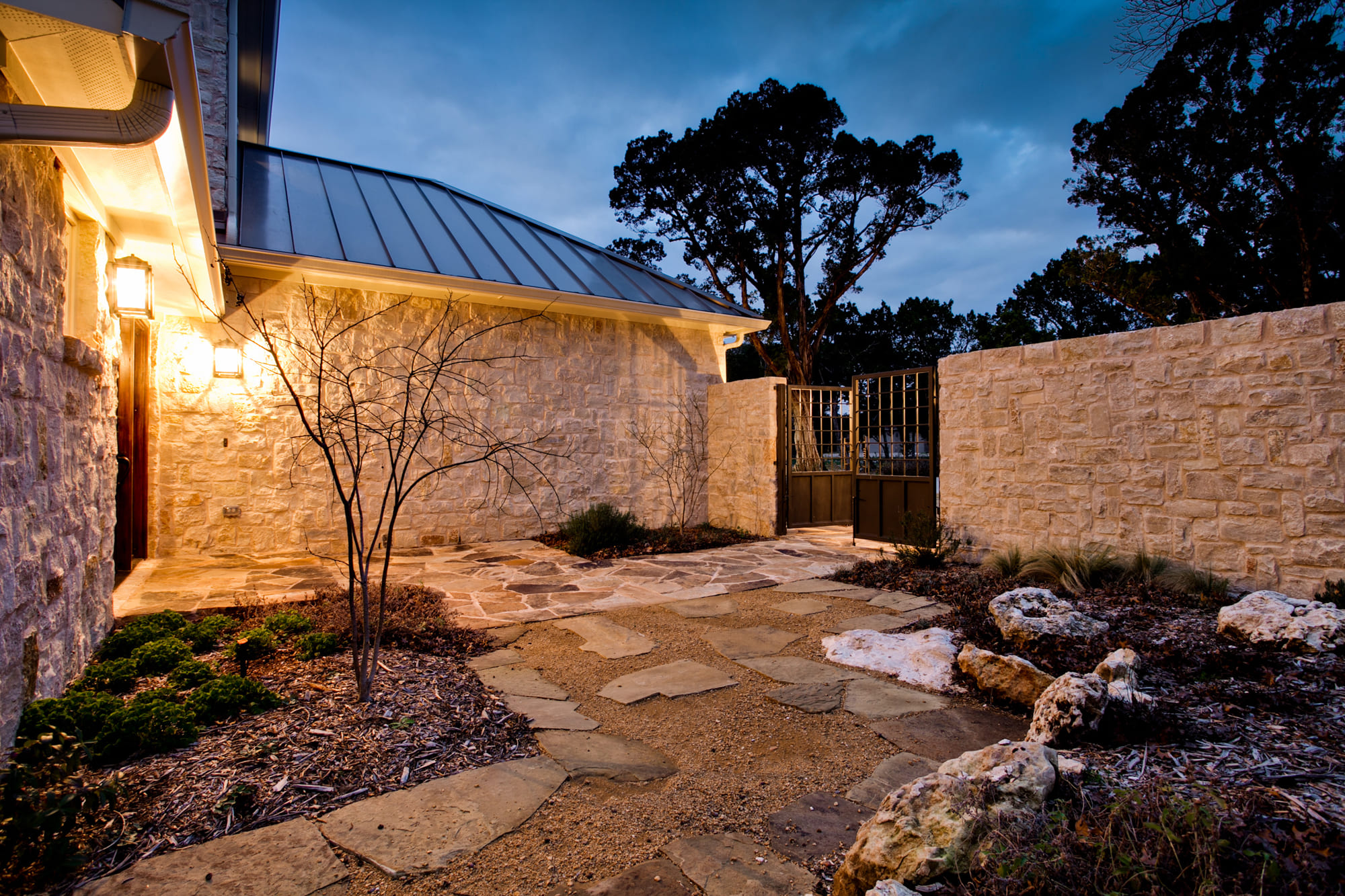 Каменные заборы для дома фотогалерея