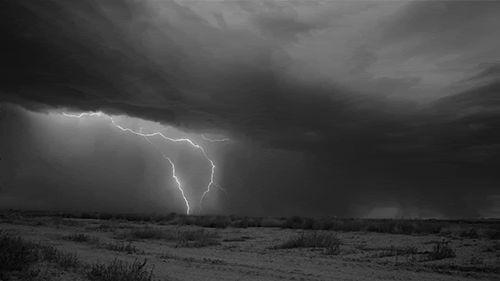 Гифки «Дождь». Подборка GIF анимации с особой атмосферой дождя