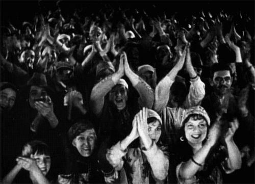 Гифка аплодисменты советских женщин