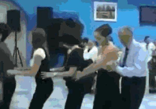 Гифка танцуют без очков