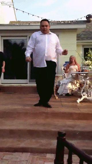 Гифка танцуют слетают штаны
