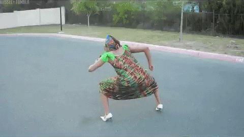 Гифка танцует женщина