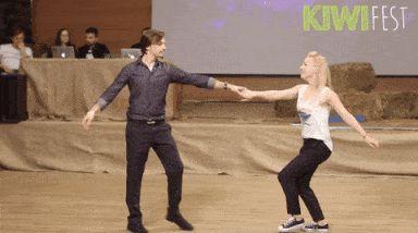 Гифка танцуют на коркурсе