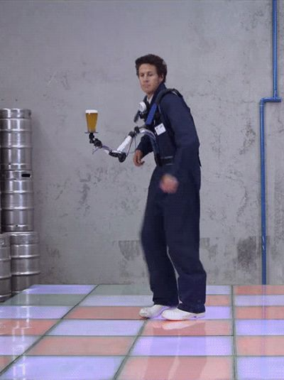 Гифка танцуют с напитком