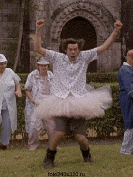 Гифка танцуют бабушки и Джим Керри
