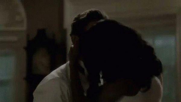 гифка страстный поцелуй негритоска
