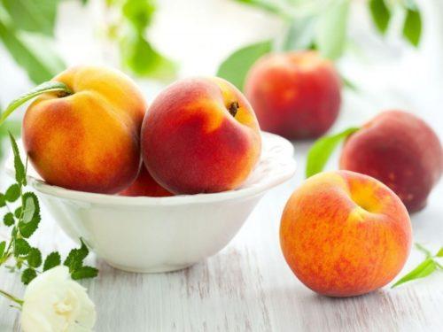 Персики в мисочке
