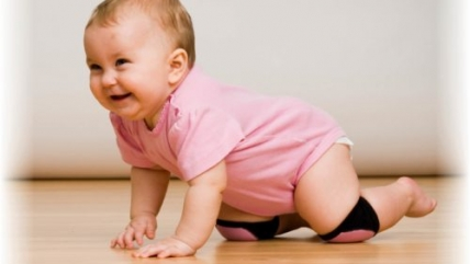Как помочь ребенку научиться ползать. Безопасное обучение малыша