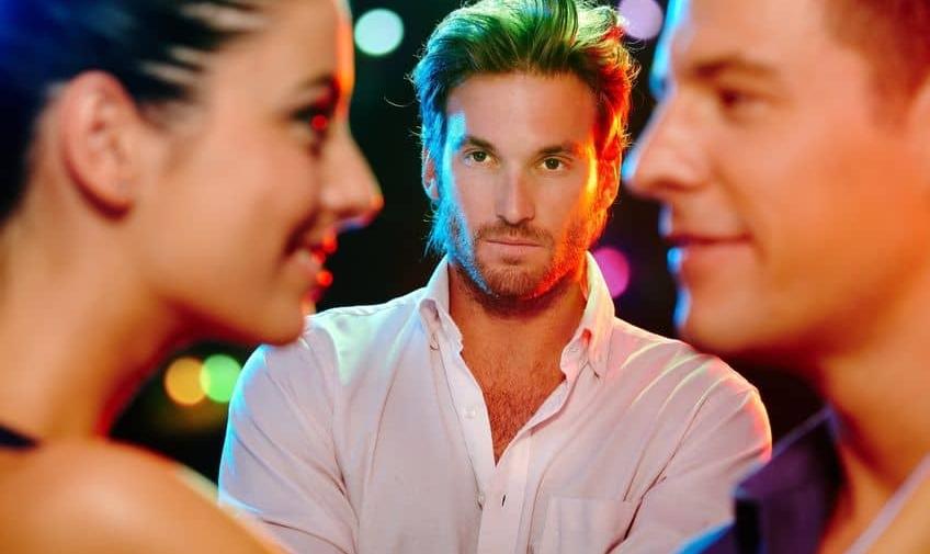 Как заставить парня ревновать: психологические приемы