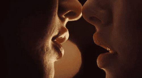 Гифки Поцелуйчики. 100 романтических GIF анимашек