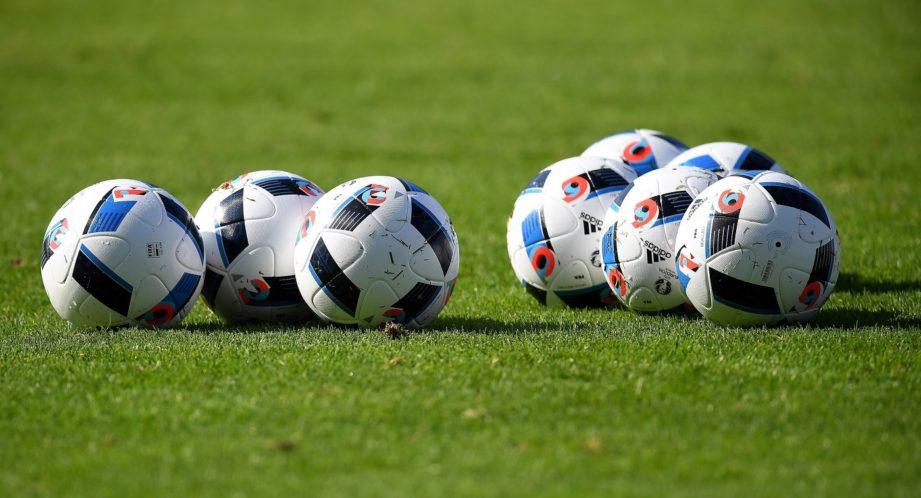 Подарок на 23 февраля - футбольные мячи