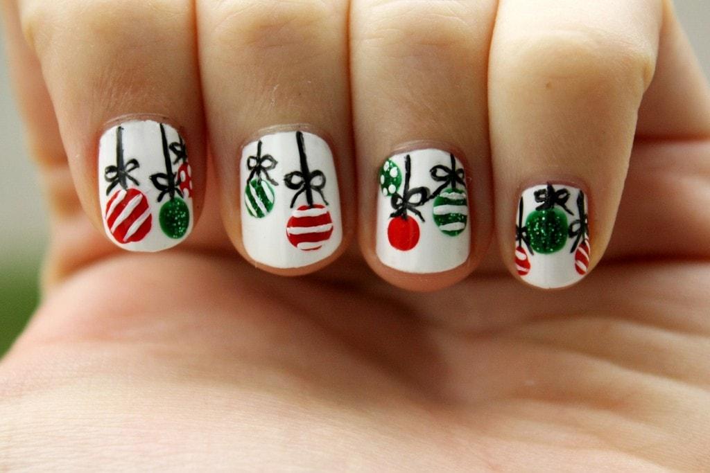 рисуем новогодние картинки на ногтях данным