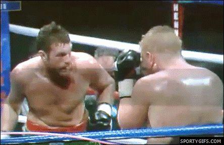 Боксер бьет сам себя