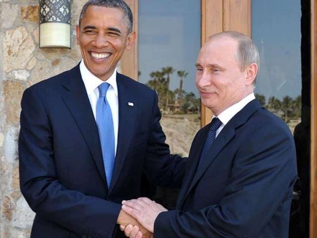 Путин жмет руку Обаме