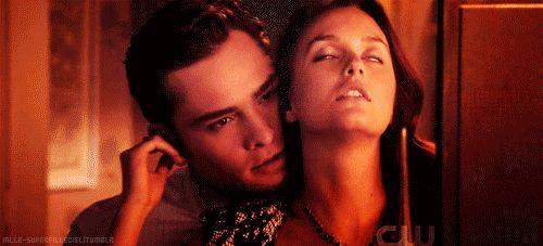 """Гифки """"Страсть"""". Бурные поцелуи, объятия, огонь любви."""